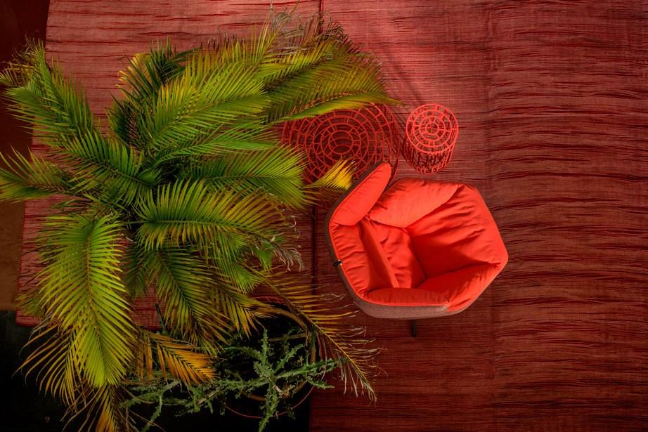 Moroso-Alfredo-Häberli-Take-A-Line-For-A-Walk-Lounge-Chair-Matisse-5